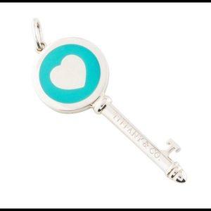 Tiffany&Co heart key pendant